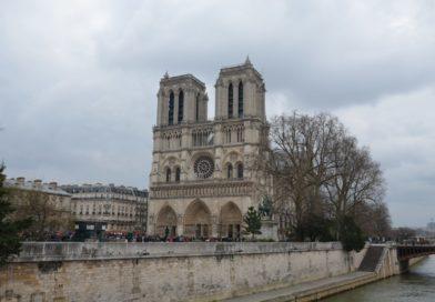 Нотр-Дам де Пари или Собор Парижской Богоматери.