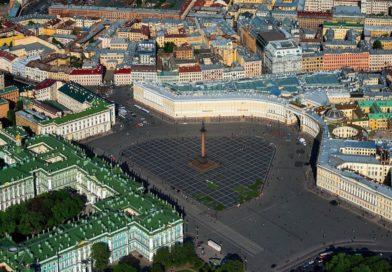Дворцовая площадь в Санкт-Петербурге.