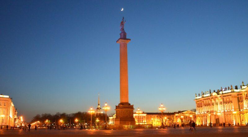 Александровская колонна в Санкт-Петербурге.