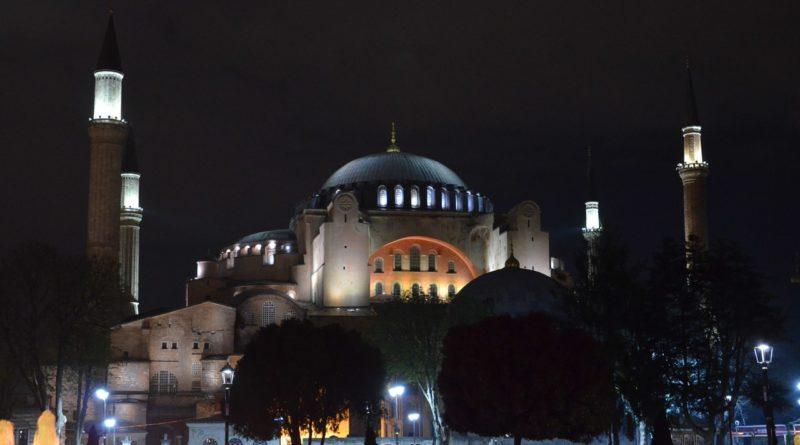 Айя-София — главная достопримечательность Стамбула.