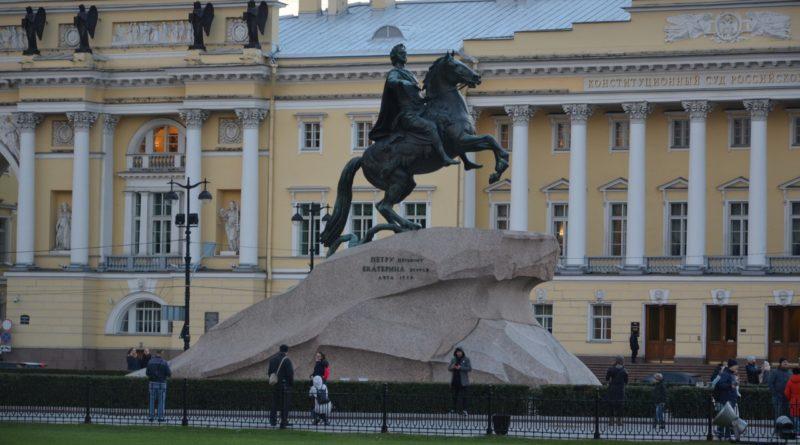 Сенатская площадь в Санкт-Петербурге.
